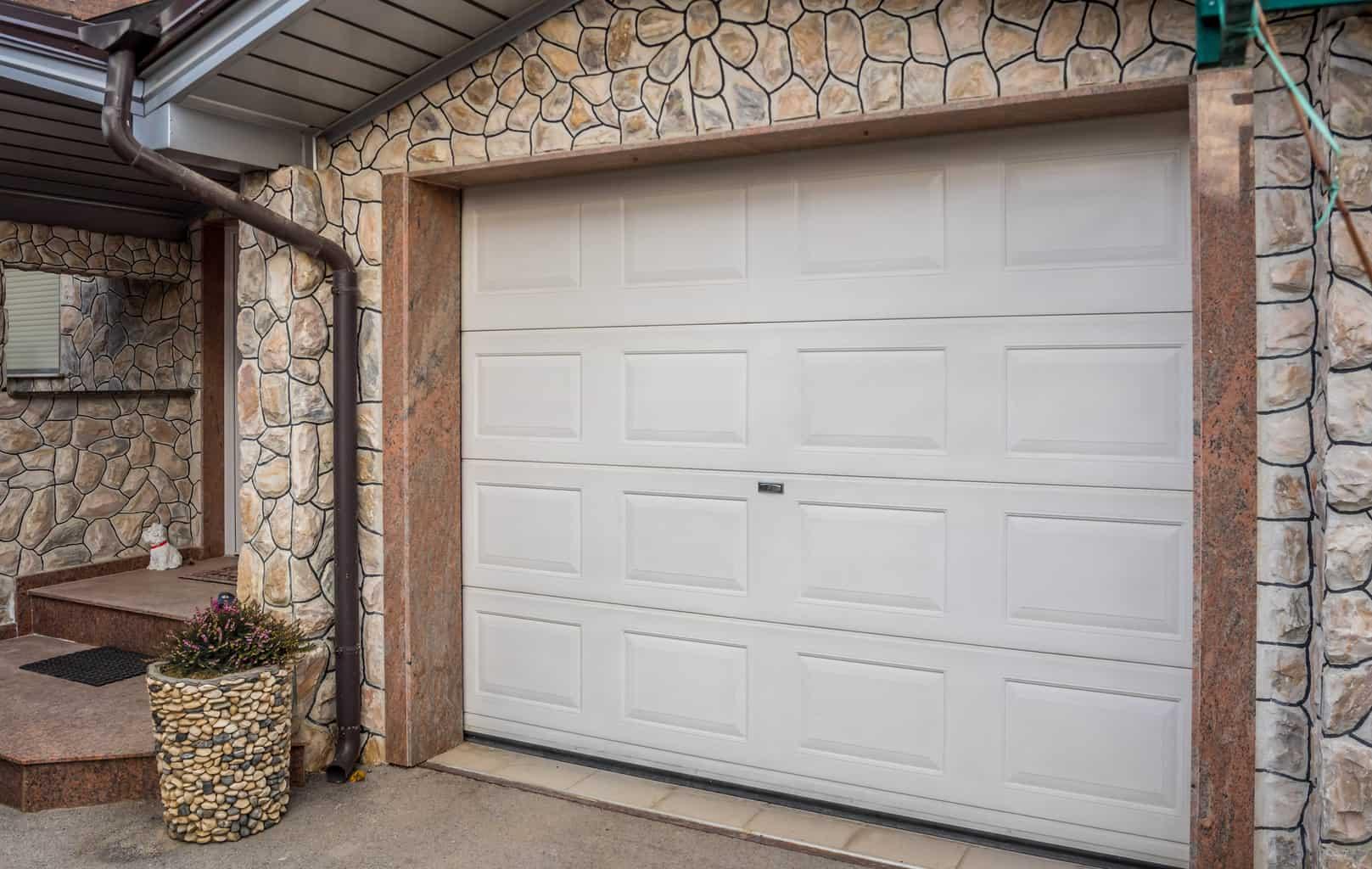 Signs You Need a New Garage Door